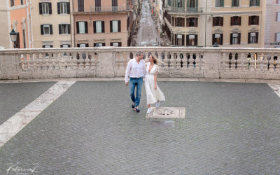 Romantic morning stroll in Rome